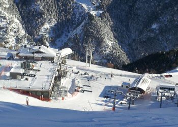 Photo of loads of snow covering Arinsal in December 2012