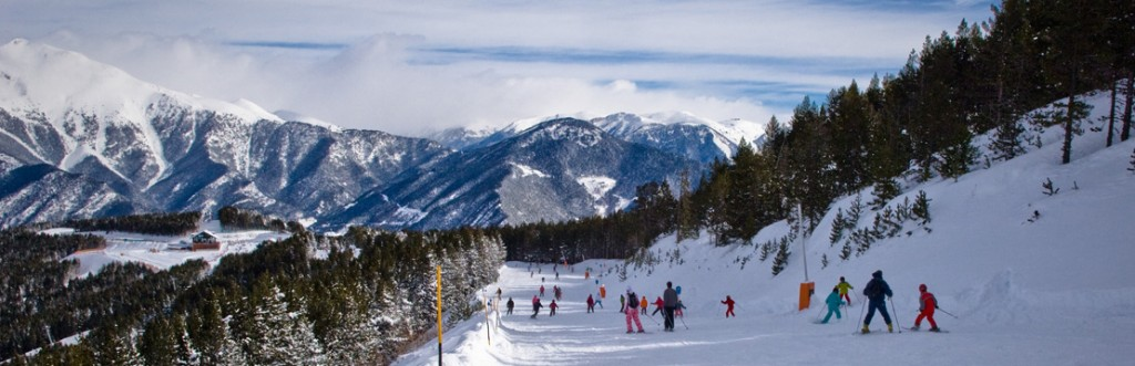 people skiing in arinsal and pal