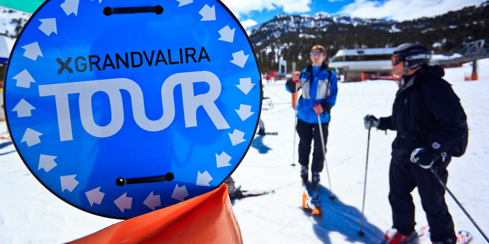 Grandvalira tour sign with skiers