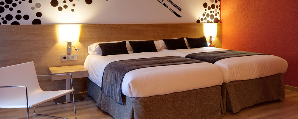 Spacious bedroom at the 4* Hotel Sporting in the centre of Pas de la Casa.