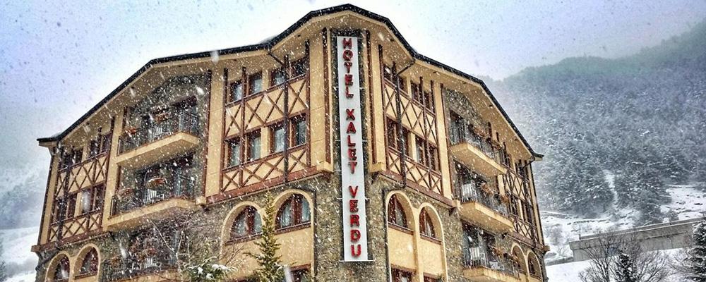 Il neige abondamment à l'hôtel Xalet Verdu, Arinsal.